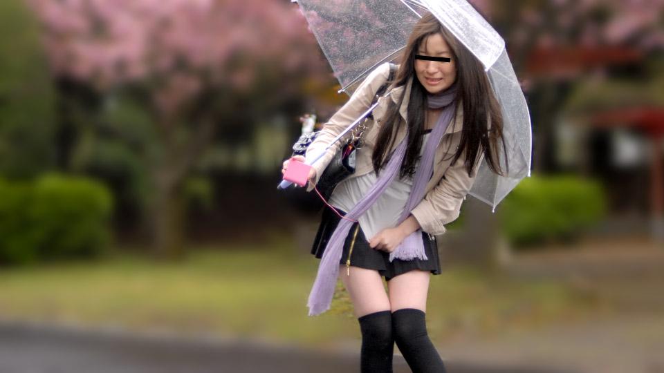 AV女優無修正動画:野中みき 雨の日に野外で飛びっ子装着!雨とラブジュースでヌレヌレっ!